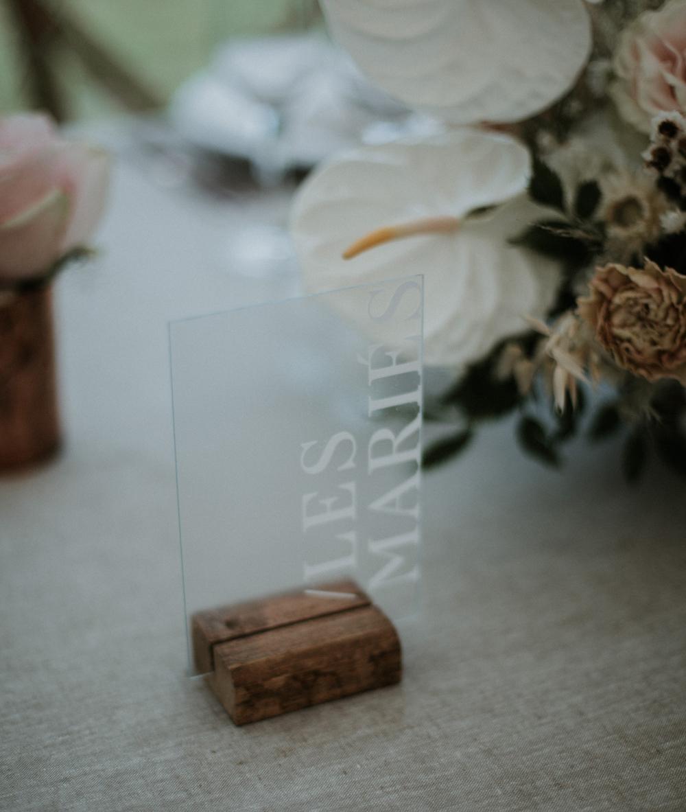nom de table mariage en plexiglass